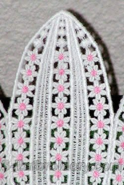 Water Lilly freestanding lace bowl side - closeup