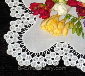 Freestanding Lace Blossom Table runner close-up image