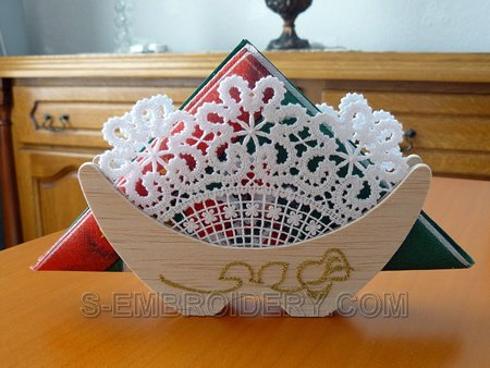 Napkin holder with Battenberg lace decoration