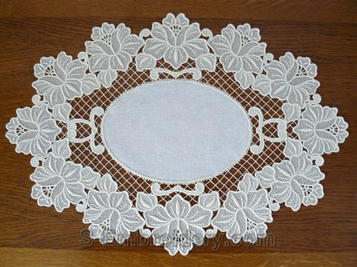 Freestanding lace floral ellipse doily