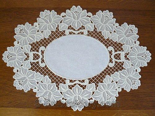 Freestanding lace floral ellipse doily