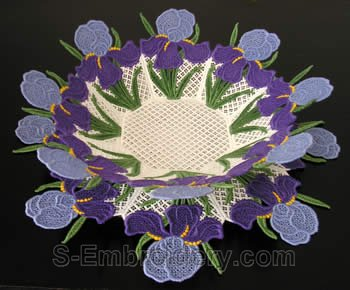 10220 Iris free standing lace bowl and doily Set