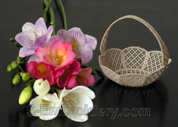 10225 Free standing lace wedding basket No2
