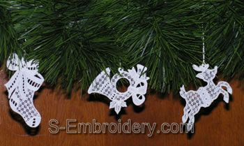 10318 Free standing lace Christmas ornaments