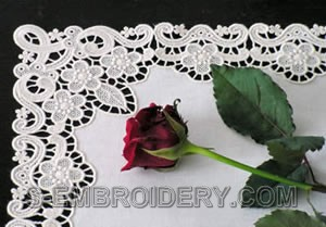 10329 Floral free standing lace table runner set