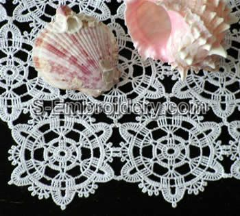 10376 Free standing lace crochet doily No3