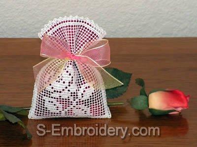 10425 Free standing lace crochet sachets set No3