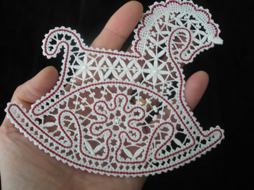 Horse ornament in Battenburg freestanding lace technique