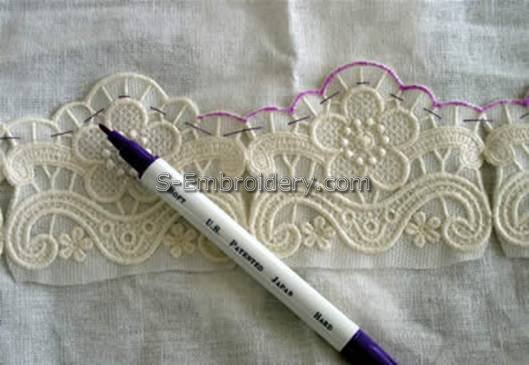 Place the lace on the fabric