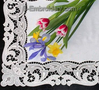Freestanding lace table runner - detailed image
